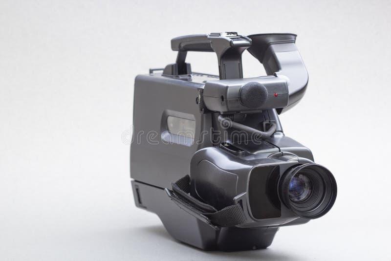在技术、娱乐方面,采用白色隔离麦克风的摄像机 复古摄像机 图库摄影