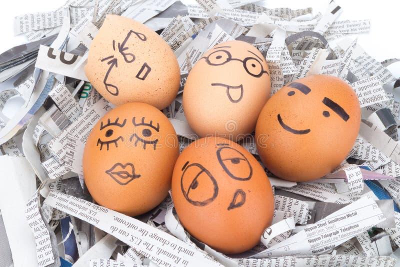 在报纸的蛋面孔回收 免版税库存图片
