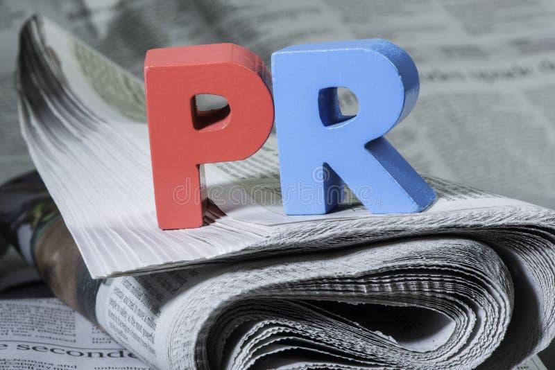 在报纸的词PR 免版税库存照片