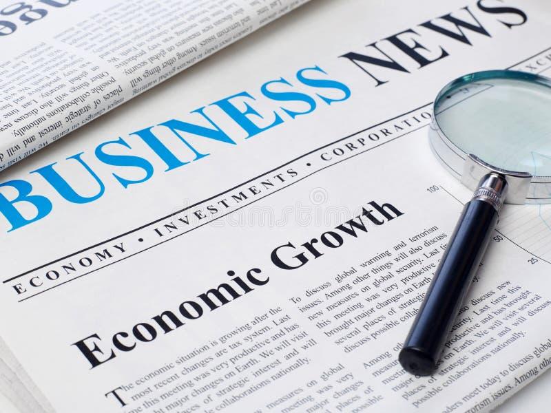 在报纸的经济增长标题 库存照片