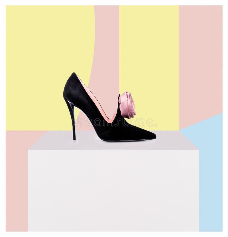 在抽象背景的高跟鞋鞋子 向量例证
