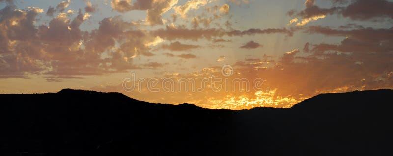 Download 在拉古纳峡谷,拉古纳海滩,加利福尼亚的日落 库存图片. 图片 包括有 山坡, 云彩, 火箭筒, 全景, 拉古纳 - 59106957