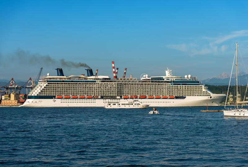 在拉斯佩齐亚-利古里亚意大利的港的游轮 图库摄影