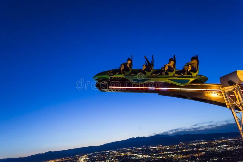 在拉斯维加斯统温层塔在晚上,内华达 免版税库存照片