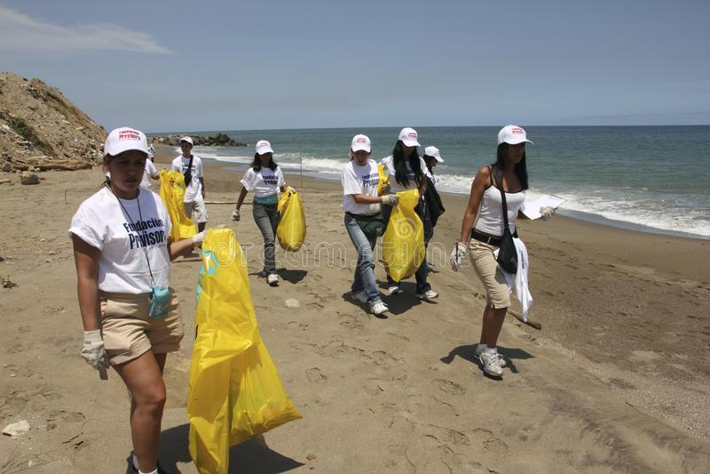 在拉瓜伊拉海滩,巴尔加斯状态委内瑞拉的国际沿海清洁天活动 库存照片