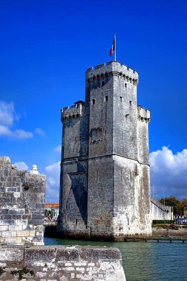 在拉罗歇尔法国旧港口的中世纪塔  库存照片