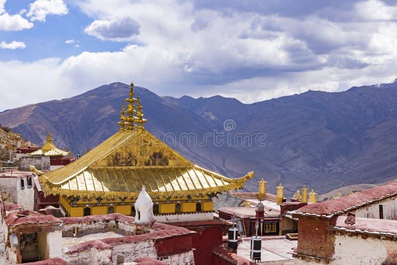 在拉萨,西藏附近的Ganden佛教徒修道院 库存照片