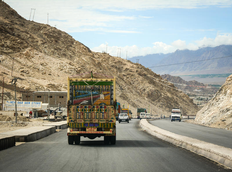 在拉达克,印度交换在山路的赛跑 库存图片