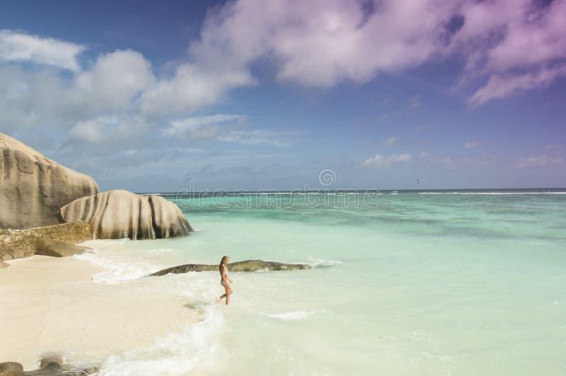 在拉迪格岛海岛,塞舌尔群岛-假期背景的热带海滩Anse来源D'Argent 免版税库存图片