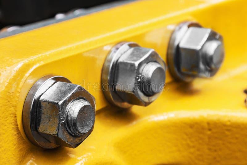 在拖拉机和坚果转动的螺栓 免版税图库摄影
