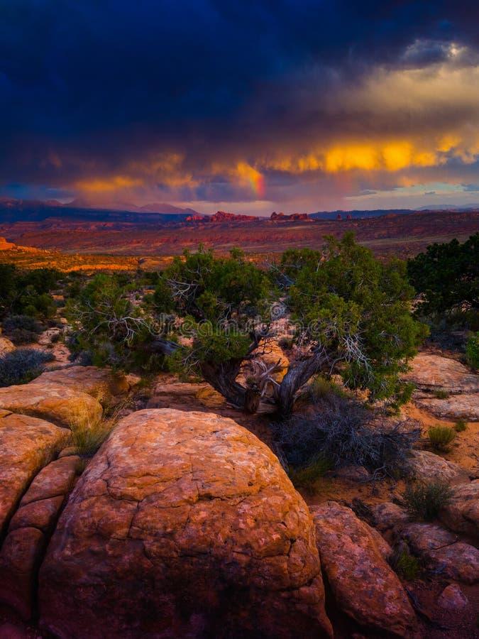 在拱门国家公园犹他的日落风暴 免版税库存图片