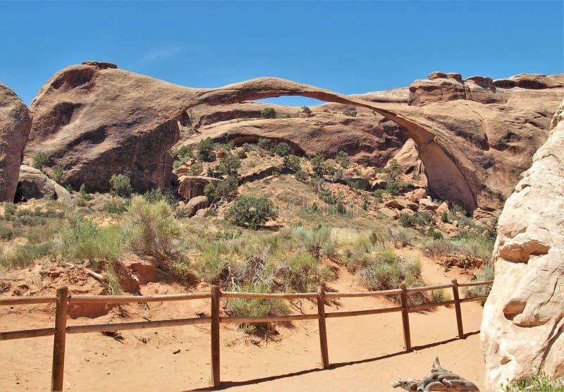 在拱门国家公园的风景曲拱在犹他 免版税库存图片