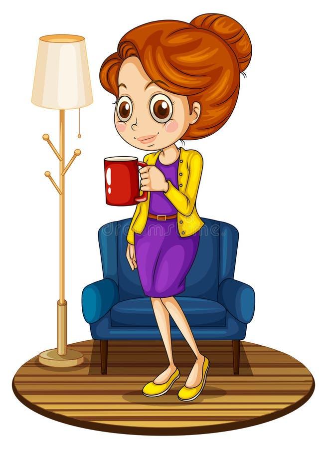 在拿着一个红色杯子的蓝色长沙发附近的一名妇女 向量例证