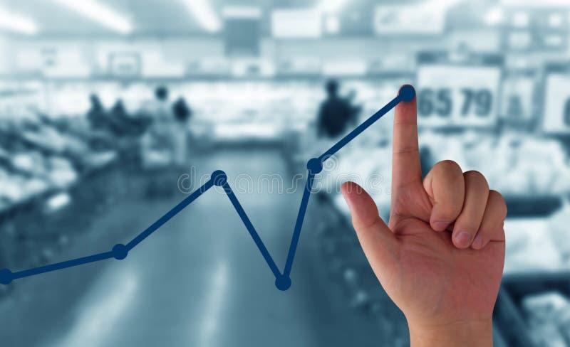 在指向箭头企业买卖人概念巨型的增长附近 免版税库存照片