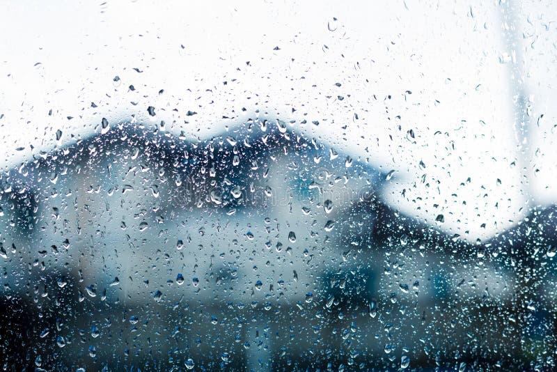 在挡风玻璃的水滴 库存照片