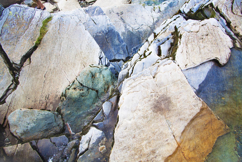 在挪威山的五颜六色的岩石 库存图片
