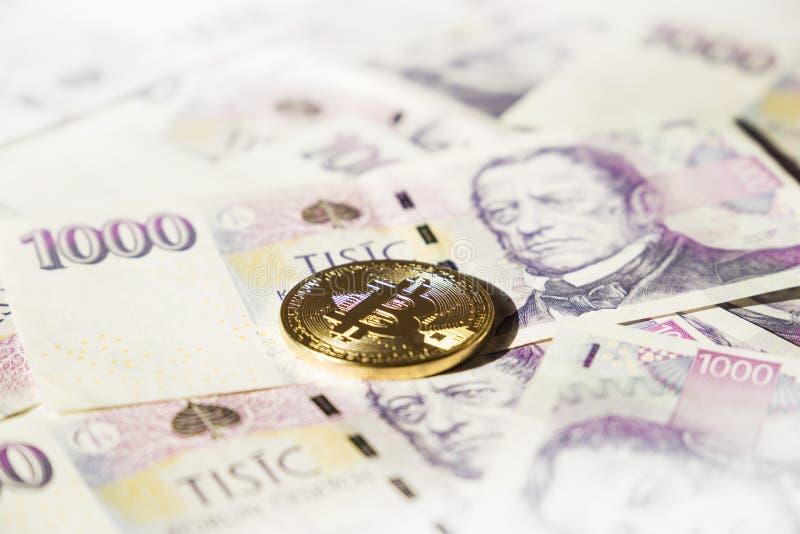 在捷克冠钞票的Bitcoin  库存照片