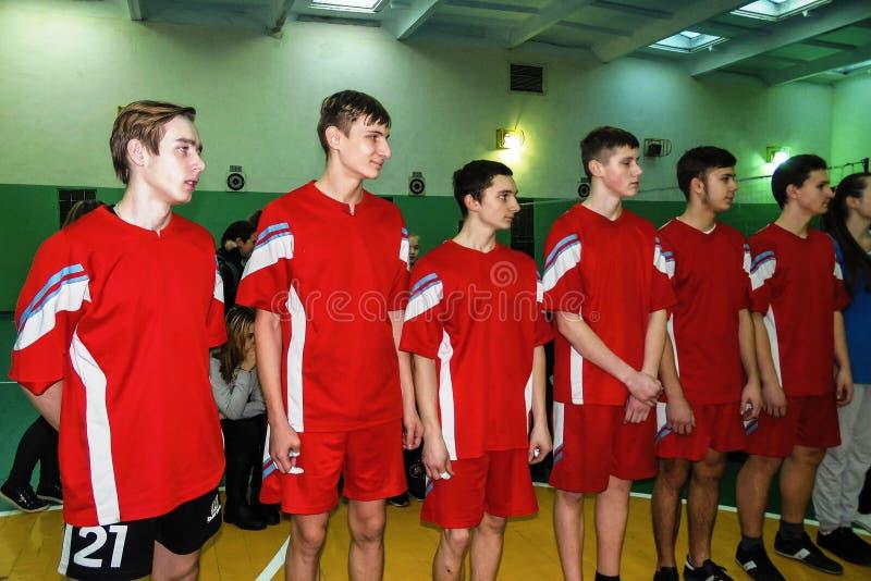 在排球、体育组织和俄罗斯正教会的非职业体育竞赛在白俄罗斯的戈梅利地区 库存图片