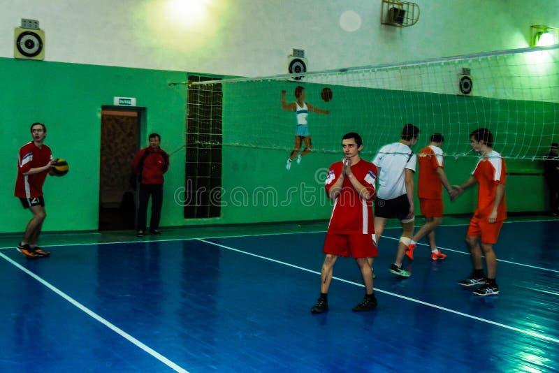 在排球、体育组织和俄罗斯正教会的非职业体育竞赛在白俄罗斯的戈梅利地区 免版税库存图片