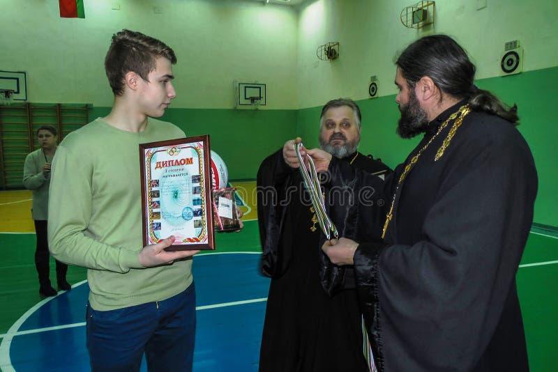 在排球、体育组织和俄罗斯正教会的非职业体育竞赛在白俄罗斯的戈梅利地区 库存照片