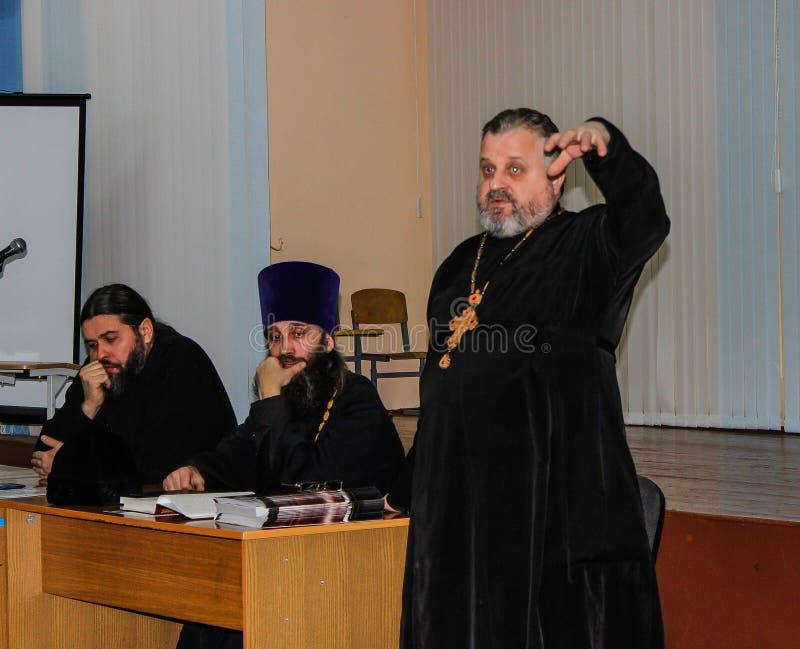 在排球、体育组织和俄罗斯正教会的非职业体育竞赛在白俄罗斯的戈梅利地区 图库摄影