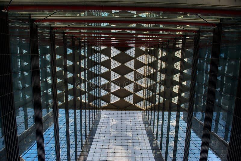 在摘要的办公室玻璃大厦 免版税图库摄影