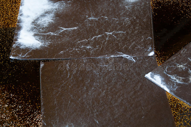 在操作范围的漏油清洁 自然的危险 免版税图库摄影