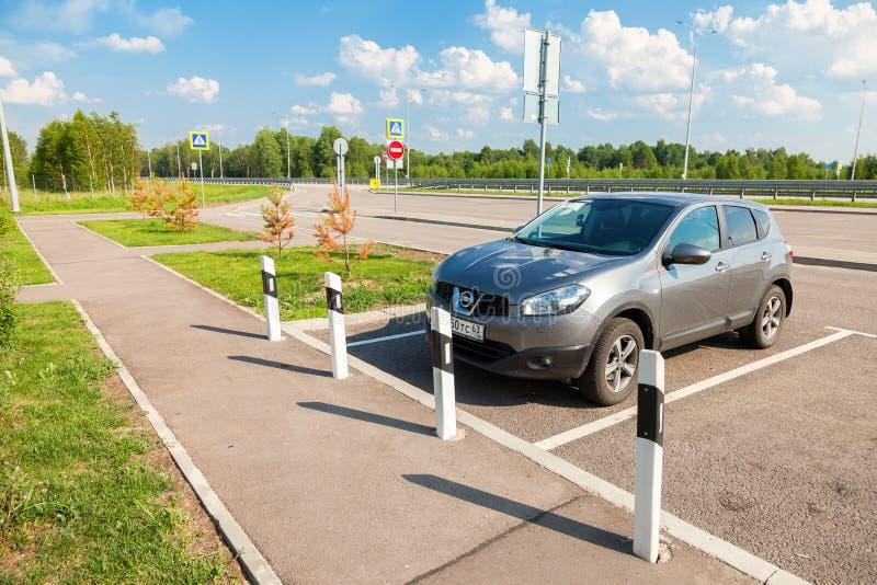 在收费公路的汽车停车处 俄国高速公路数字M11 库存照片