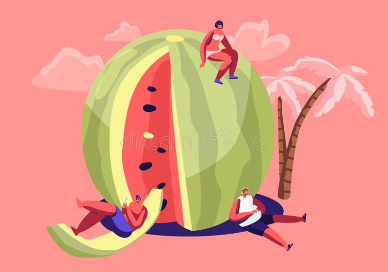 在放松在巨大的刷新的成熟西瓜的泳装的微型字符 夏时、人,家庭和朋友 皇族释放例证