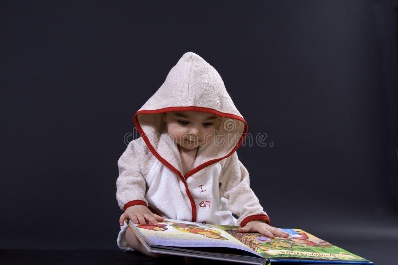 在故事时间的愉快的婴孩 图库摄影