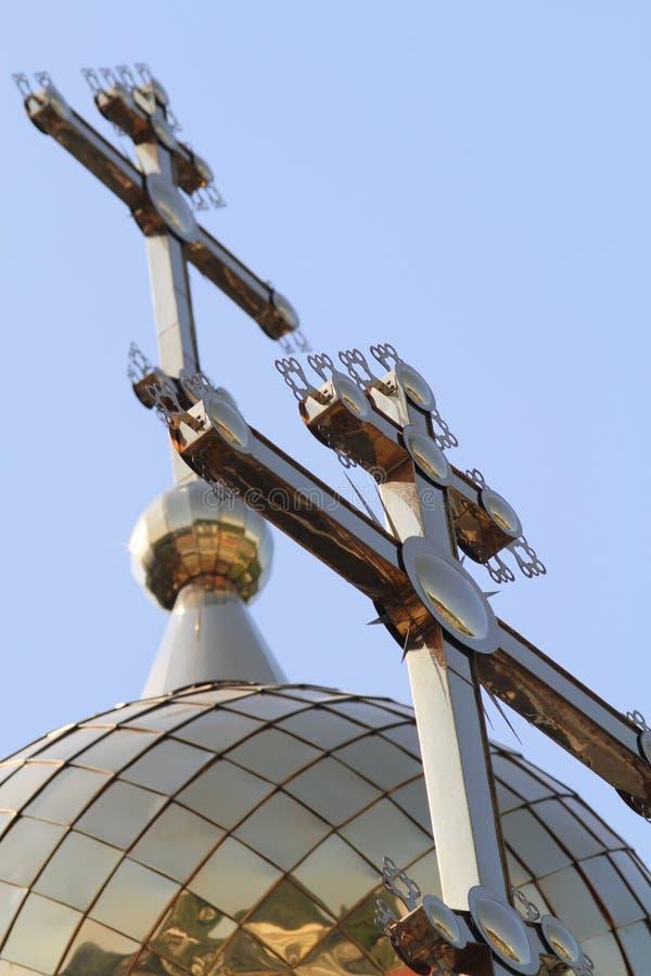 Download 在教会的十字架。 库存图片. 图片 包括有 富有, 金属, 金黄, 圆顶, 优美, 装饰, 交叉, 宗教信仰 - 30334893