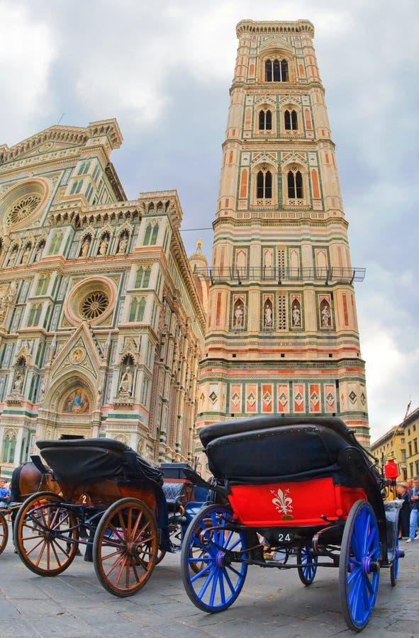 在教会的教练在佛罗伦萨 免版税库存照片