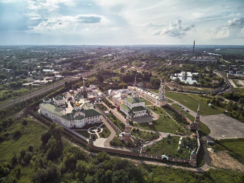 在教会的鸟瞰图在老镇Kolomna,莫斯科oblast,俄罗斯克里姆林宫  库存照片