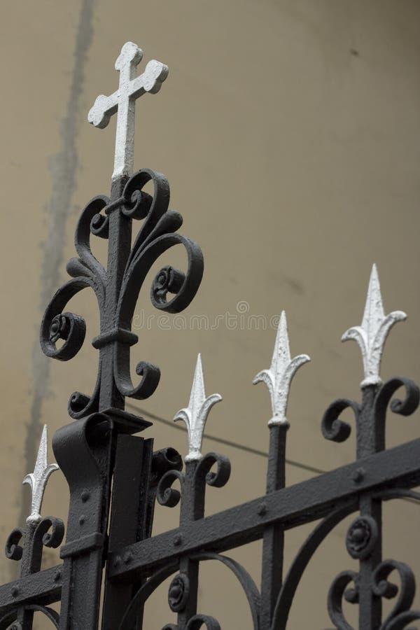 在教会门的十字架在泽蒙 库存照片