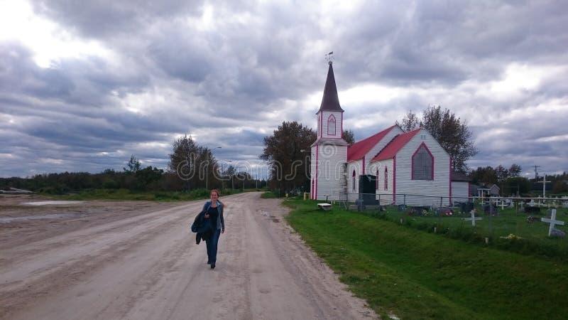 在教会附近的路 库存照片