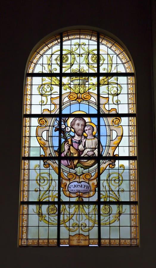 在教会Notre Dame辅助财宝Claires的污迹玻璃窗 库存照片