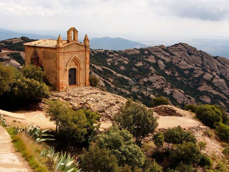 在教堂Sant霍安的看法,当远足在蒙特塞拉特时 卡塔龙尼亚,西班牙 库存图片