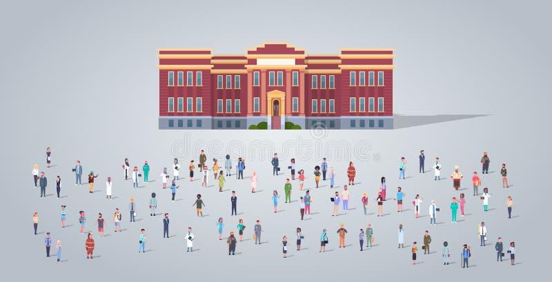 在教学楼不同的职业雇员前面的人小组混合工作者拥挤教育概念的种族 库存例证