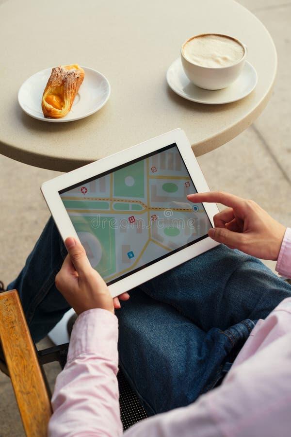 在数字式片剂的地图 免版税图库摄影