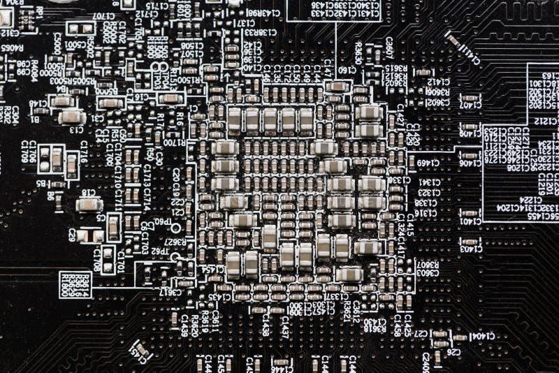 在数字式电子线路板的陶瓷电容器 免版税库存照片