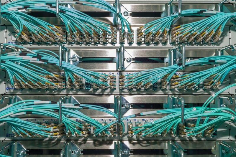 在数据中心fà ¼ r云彩服务的光学接线板 免版税库存照片