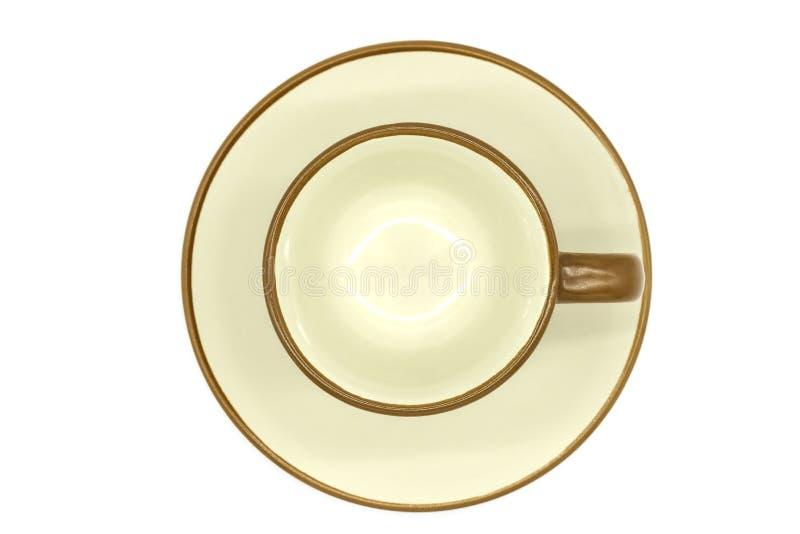 在文件白色背景隔绝的顶视图空的橙色陶瓷杯子与裁减路线的 图库摄影