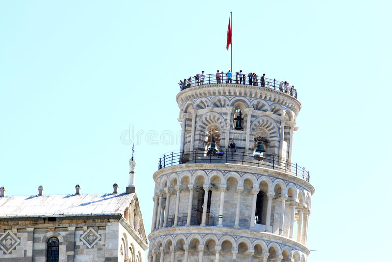 在斜塔的人们在比萨,意大利 库存图片