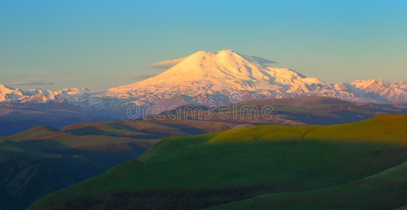 在断裂的Elbrus 库存照片