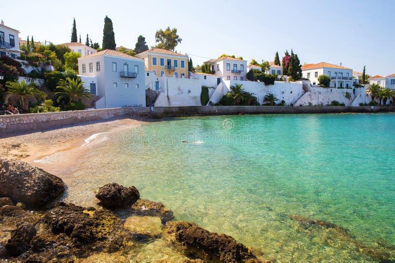 在斯佩察岛海岛希腊-希腊田园诗上的美丽的海滩 免版税图库摄影