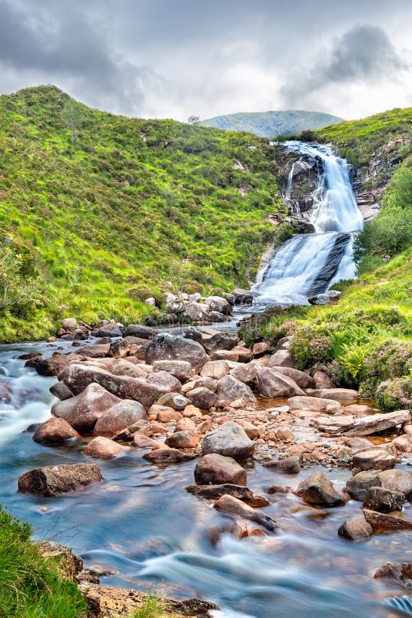 在斯凯岛小岛的Blackhill瀑布  免版税图库摄影