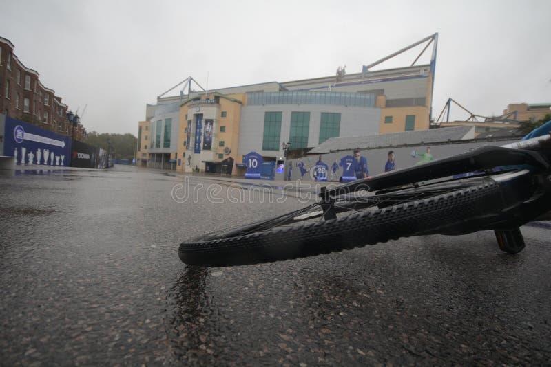 在斯坦福德桥梁的自行车 免版税图库摄影