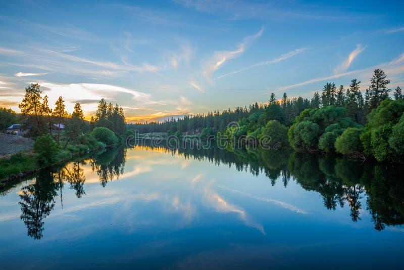 在斯波肯河的九英里水库日落的 图库摄影