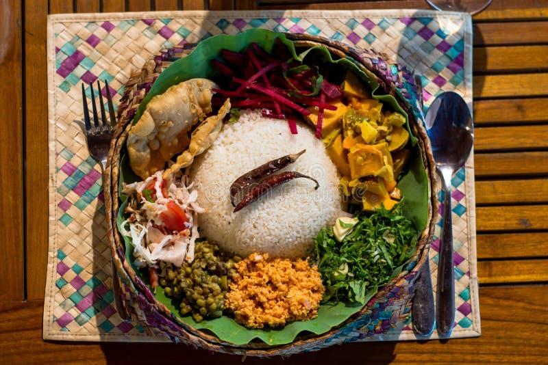 在斯里兰卡用咖哩粉调制安排晚餐素食食物 库存照片