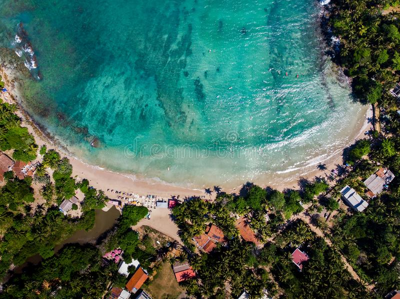 在斯里兰卡鸟瞰图的Hiriketiya海滩 库存照片